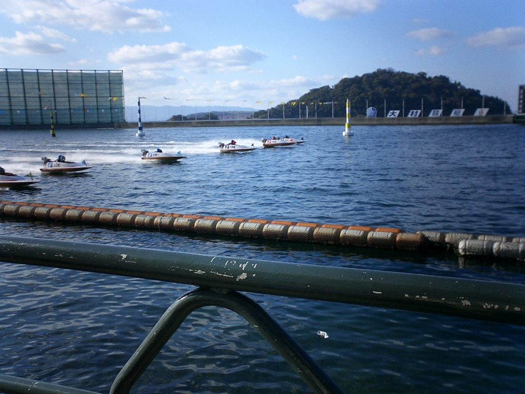 モーターボート記念競走